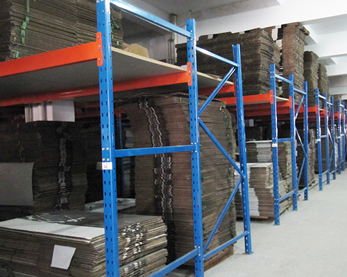 重量型货架存储区